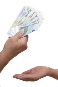 Hand fordert Geldscheine